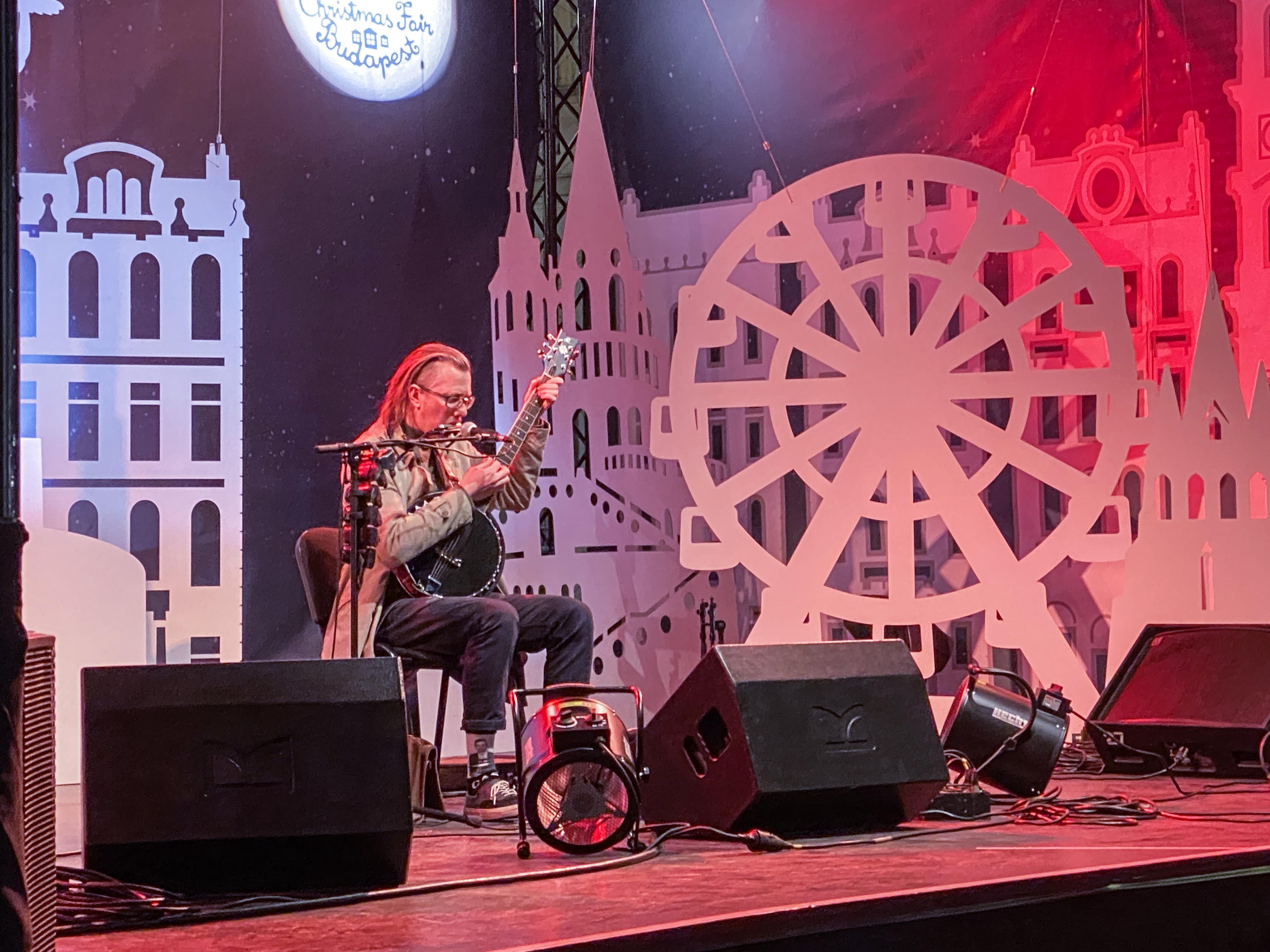 Christmas Fair Vörösmarty tér Budapest Teddy Harpo One Man Band